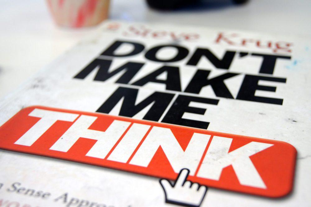 """""""Don't Make Me Think: A Common Sense Approach to Web Usability (Não Me Faça Pensar: Uma Abordagem de Bom Senso à Usabilidade na Web)"""" de Steve Krug"""