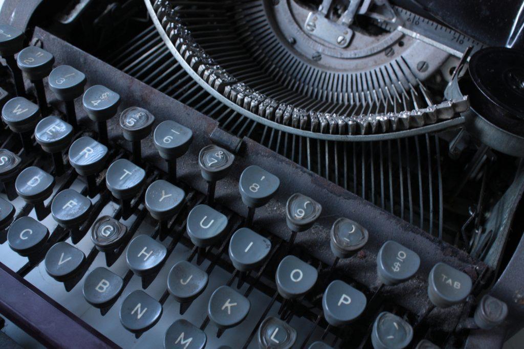 A leitura e imitação dos clássicos ainda é, de longe, a forma mais prática de amadurecer seu estilo literário.
