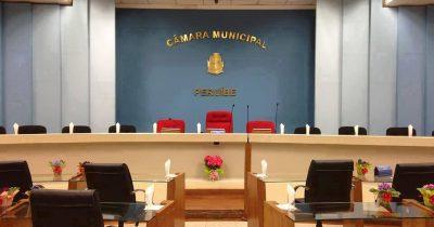 Vereadores aprovam a criação de 21 cargos comissionados. A população não aprovou
