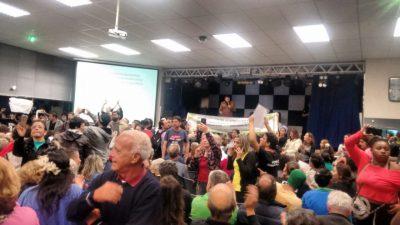 Termoelétrica: Manifestantes se juntam e audiência pública é cancelada em Peruíbe
