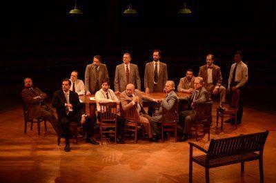 """Peça """"12 Homens e uma Sentença"""" está de volta, agora no Teatro Porto Seguro"""