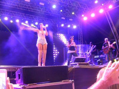 Mc Kevinho e Simone e Simaria se apresentam no Arena Peruíbe