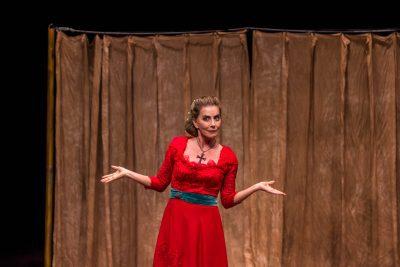 """Questionando o papel social feminino, """"A Mulher de Bath"""" transita entre o medieval e o contemporâneo"""