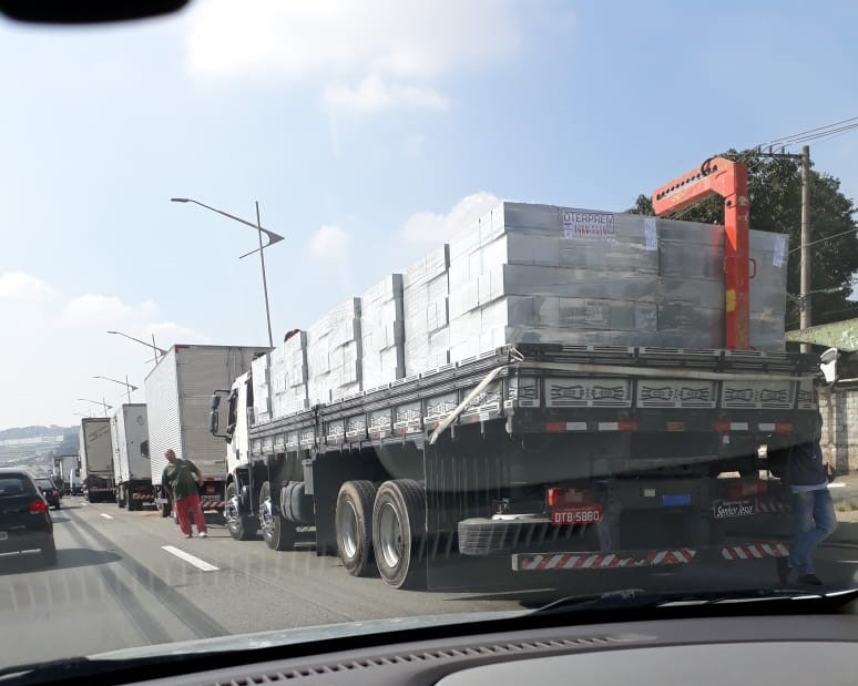 Paralisaçao dos caminhoneiros