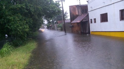 Chuva forte e persistente deixa mais de 60 desalojados em Peruíbe