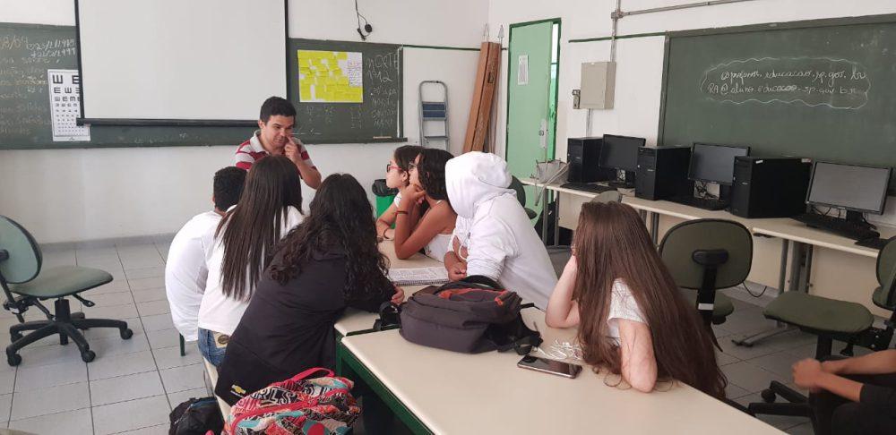 Jota Fagner com os alunos do Jacques Maritain