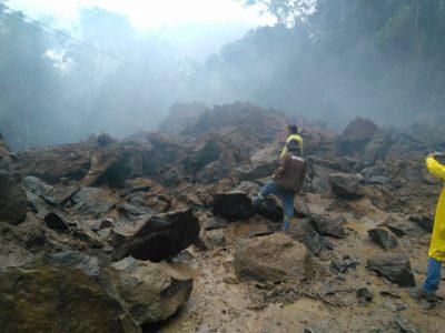 """""""Gabinete de crise"""" autoriza e duas rochas são implodidas na Estrada do Guaraú"""