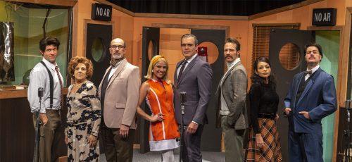Premiada peça Caros Ouvintes homenageia a radionovela brasileira