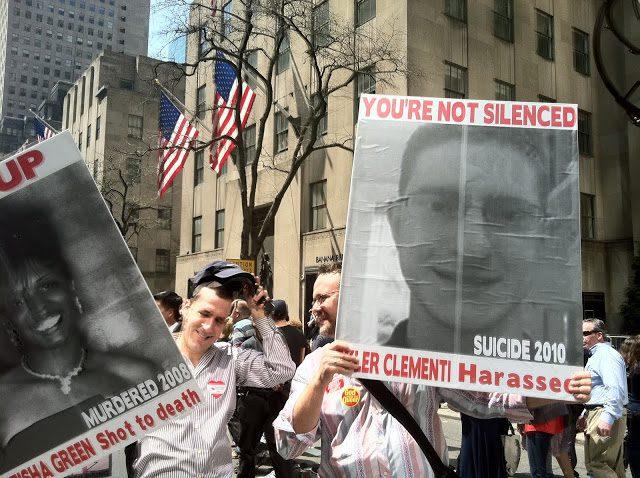 cartazes com fotos de tyler clementi escrito You re not silenced