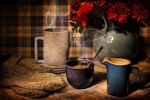 Xícara de café fumegante