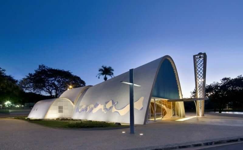 A joia mineira de Oscar Niemeyer: Igreja de São Francisco de Assis na Pampulha, em BH