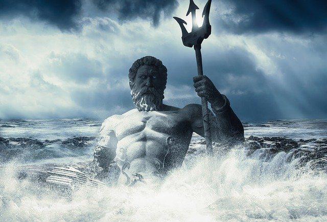 Imagem de Poseidon no meio do mar, erguendo seu tridente