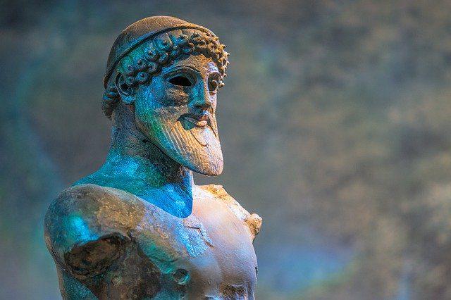 Busto grego de homem barbudo