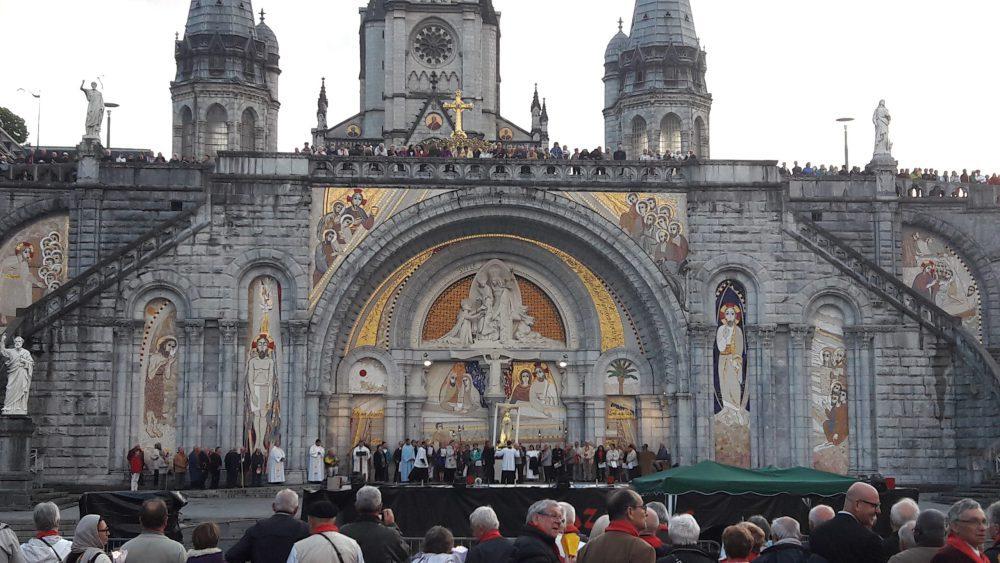 Lourdes: lugar de fé e peregrinação