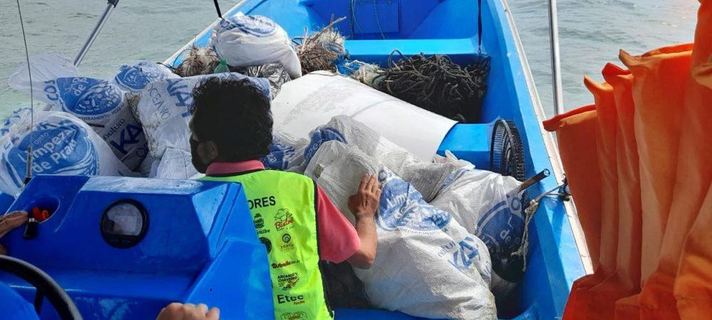 Mutirão recolhe cerca de 500 kg de lixo de praias do P.E. do Itinguçu, em Peruíbe/SP